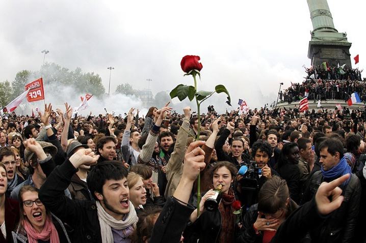 La rose toujours au poing ce 6 mai 2012 à la Bastille, comme l'autre 10 mai 1981