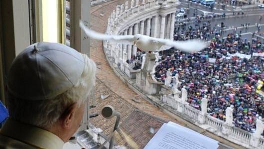 Benoit XVI face à la Colombe de la Paix... venue de Lomé?